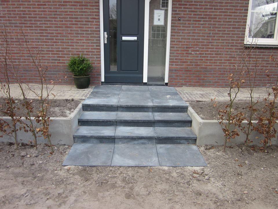 Gracieus brede trap naar voordeur particulier project for Trap tuin aanleggen