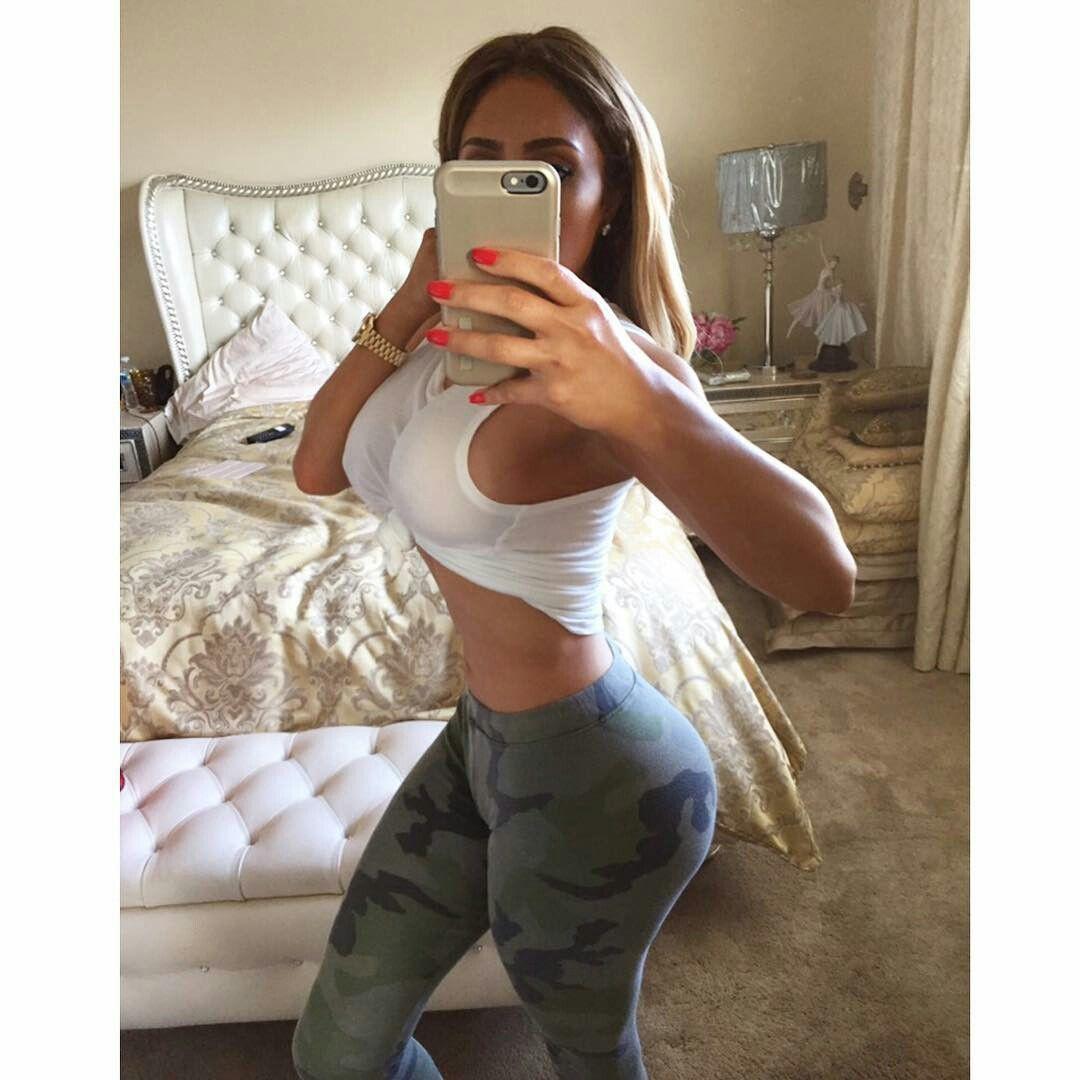 Selfie Nikki Mudarris