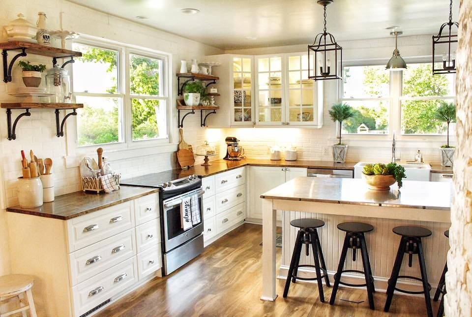 Glam Farmhouse Kitchen A Lot Of You Asked For A Closer View Of Our Kitchen Here It Is We Live French Country Kitchens Country Kitchen French Country Kitchen