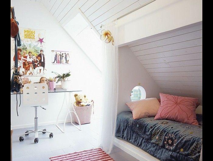 Kinderkamer met bedstee effect  Wat een ontzettend leuk idee voor een kinderkamer met een schuin