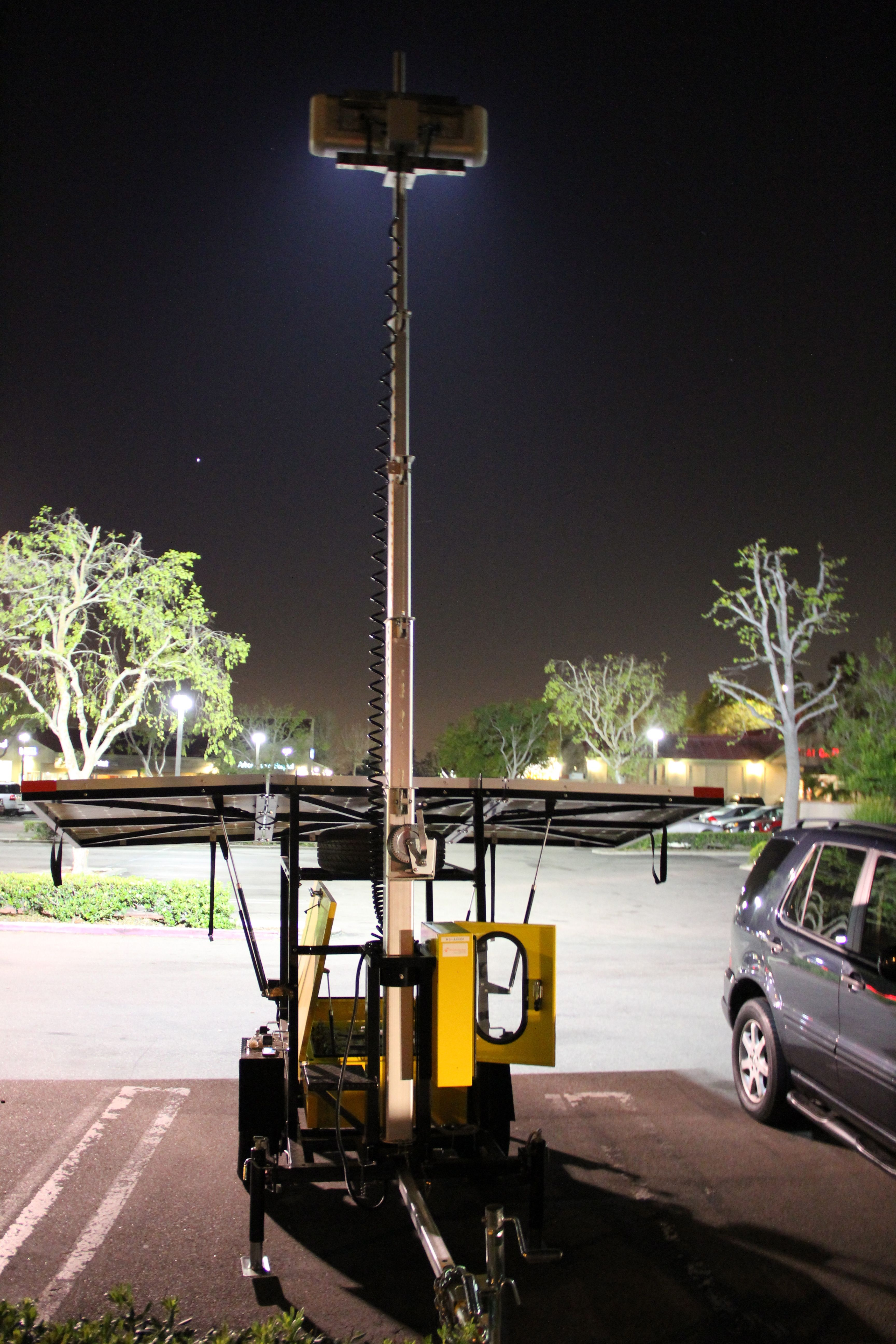 Solar Led Light Tower Lights A Irvine Shopping Mall Parking