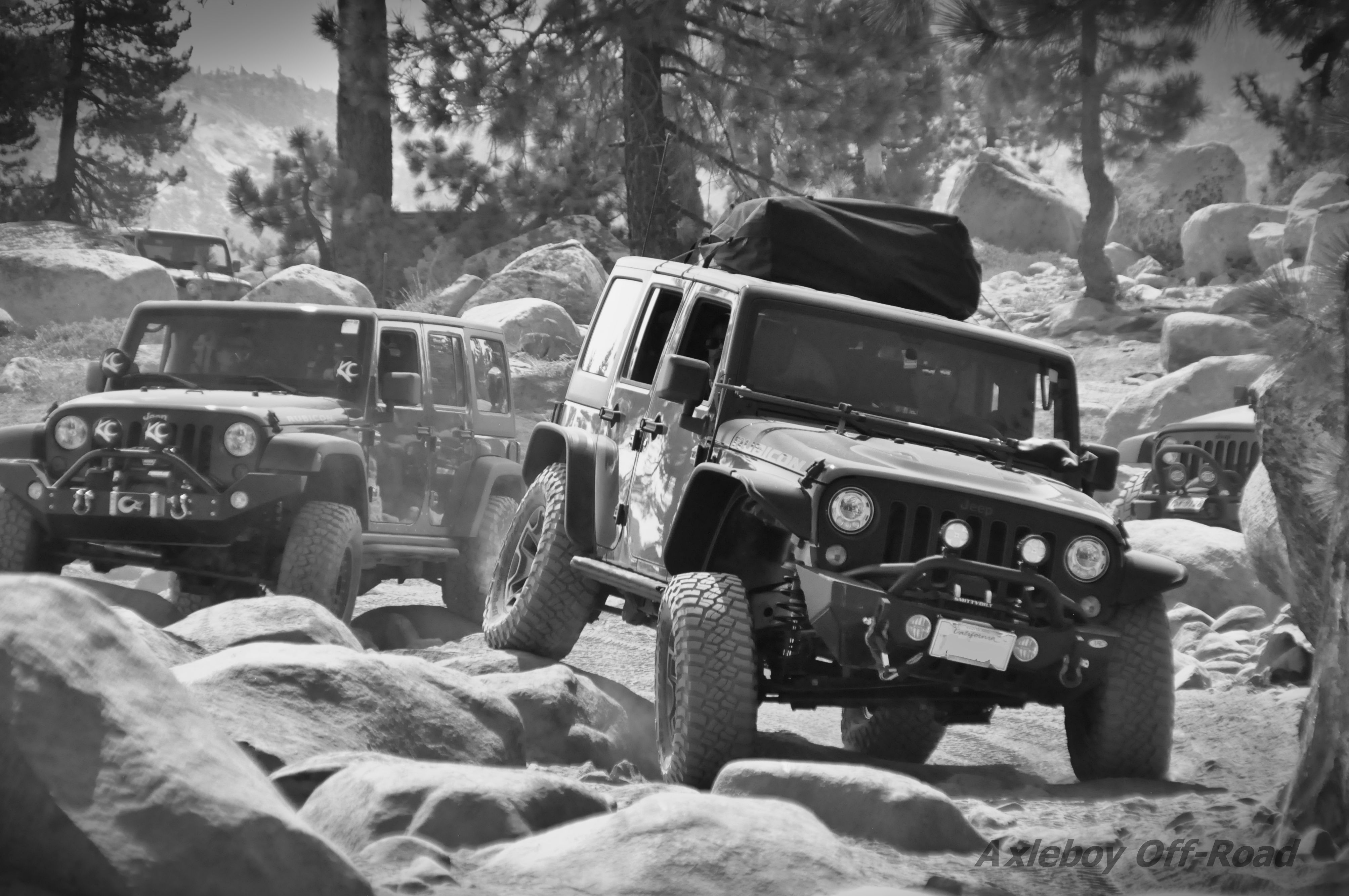 Jeep Wranglers Rolling Down The Rubicon Trail Axleboy Offroad
