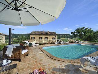 Villa 12 personen, gelegen in de heuvels, met een groot park, een zwembad en een barbecue  Vakantieverhuur in San Ginesio van @homeaway! #vacation #rental #travel #homeaway