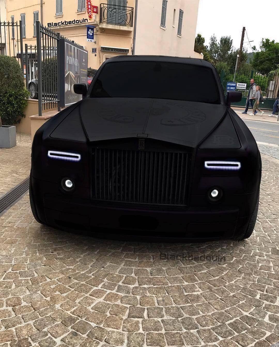 Blacked Out Rolls Royce Phantom Follow Supercarsbuzz For More Credits Tamar Turcsics Best Luxury Cars Luxury Cars Rolls Royce Rolls Royce Phantom