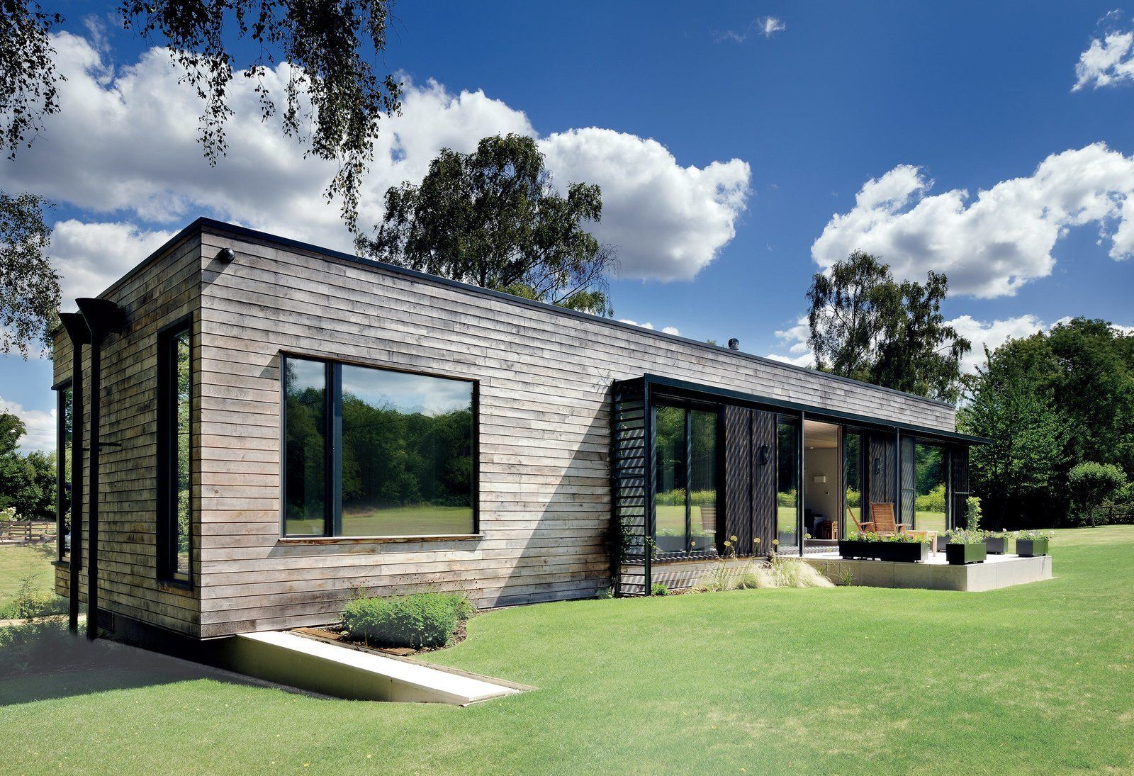 7 Modern Modular And Prefabricated Homes In The Uk Modern Prefab Homes Luxury Mobile Homes Building A Container Home