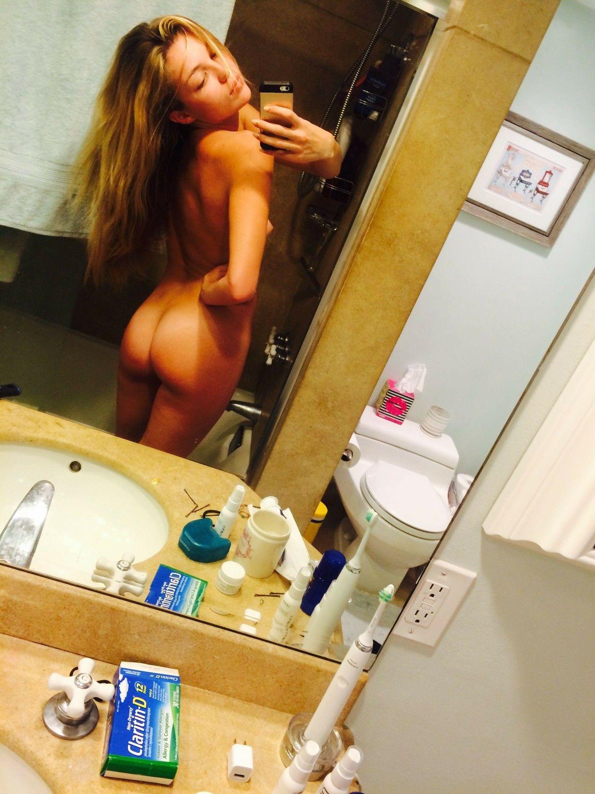 Cleavage Selfie Lili Simmons naked photo 2017