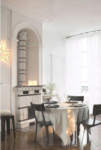 Le coin repas festif de l'hôtel particulier de la créatrice Karine Peyresaubes