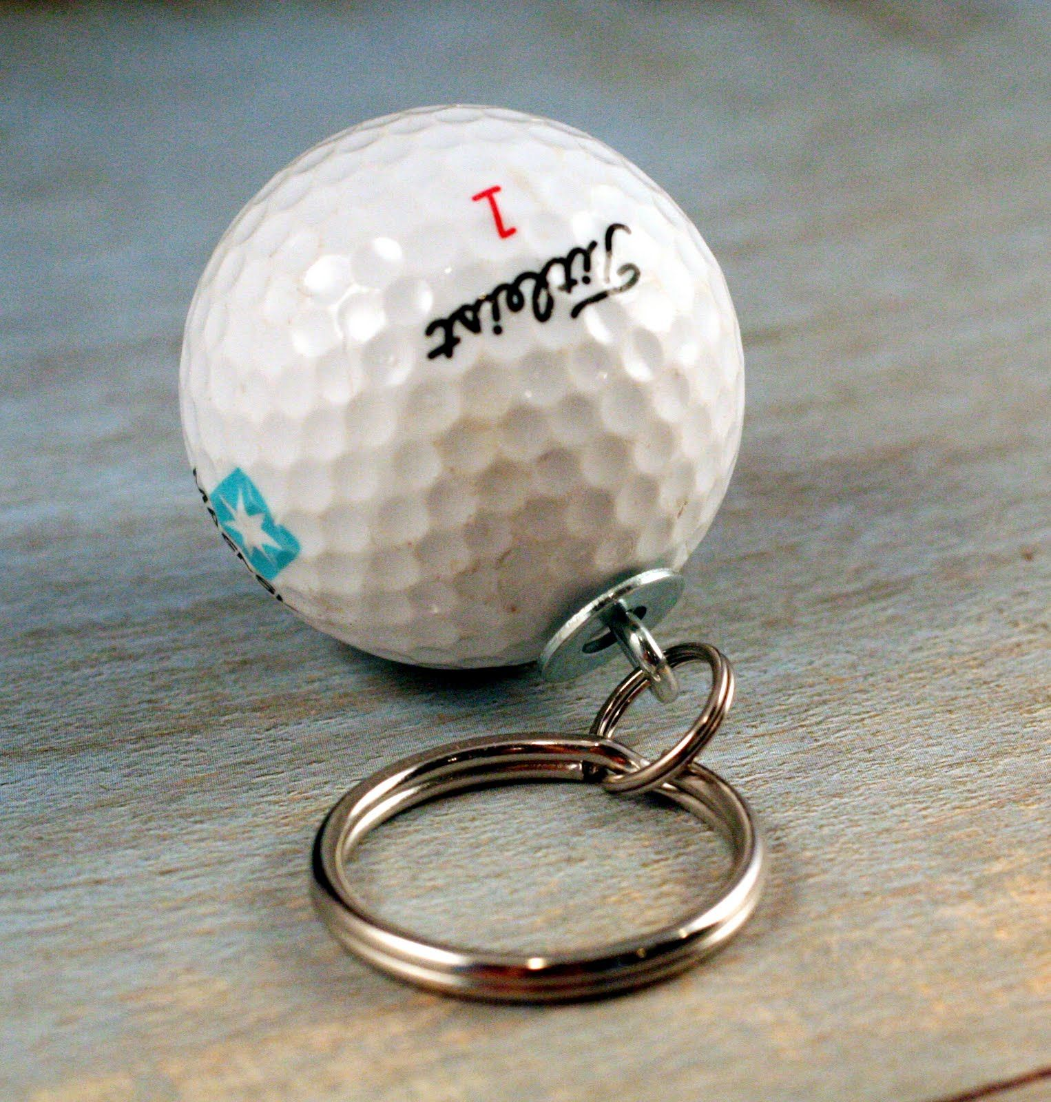 olive bites home of uncorked + polarity: Upcycled DIY Tutorial Golf Ball Keychain. I knew someone would have done this already and provided instructions:)