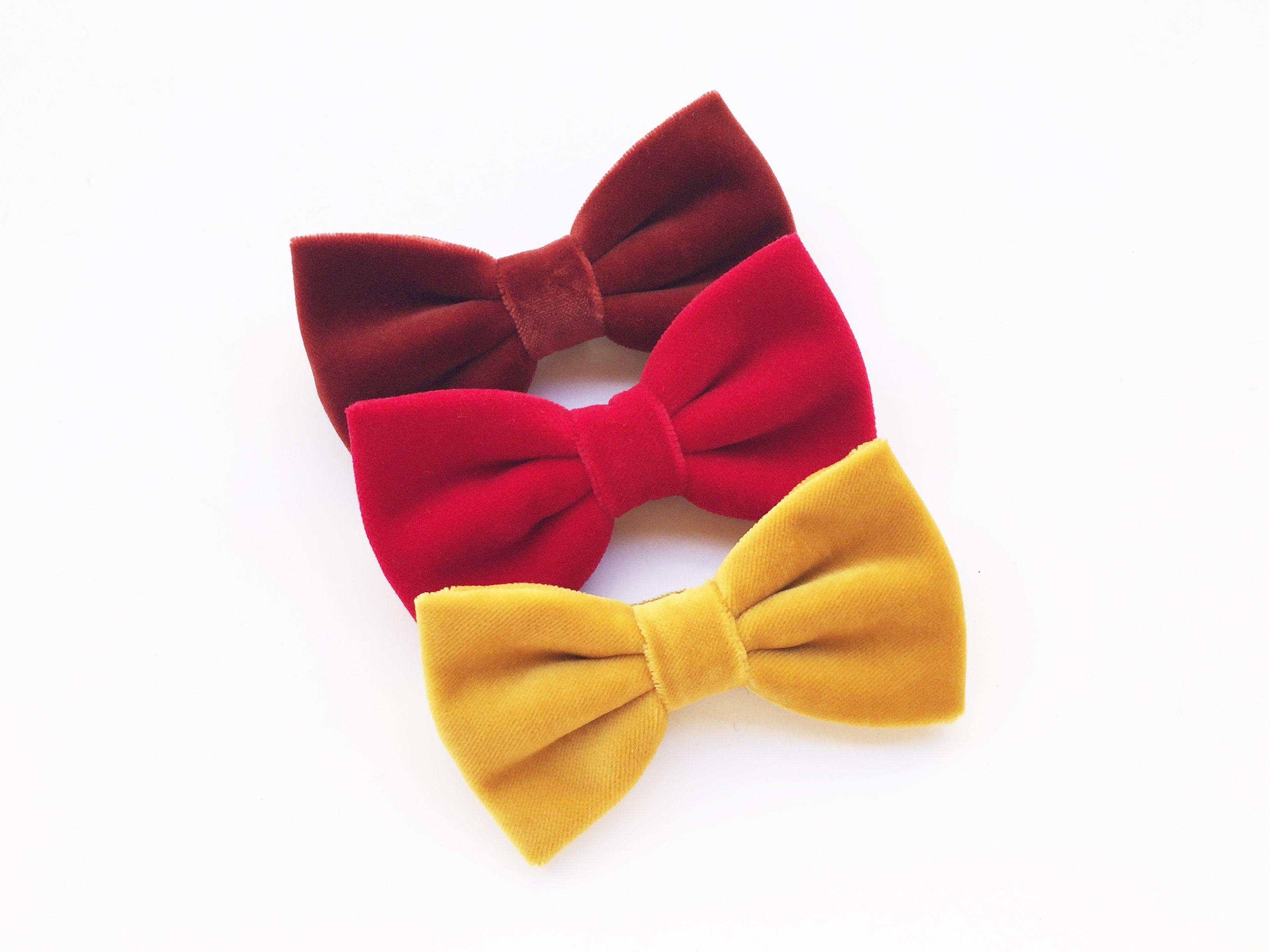 Velvet Bow tie for men #scoccapapillon Made in Italy. Color Rust, Red, Mustard,  Shop > www.scoccapapillon.etsy.com. #velvet #velvetbowtie #velvetinspiration #wedding #winterwedding #bowtie #bowties #groom #groomsmen #sposo #velluto #mensfashion #matrimonio #christmasgift #christimasinspiration #christmas2018 #rust #red #mustard #autumncolor #autumnwedding #autumntrends