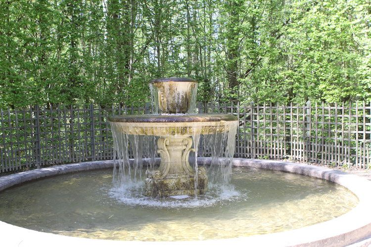 Fontaine Cachee A Versailles Jardins Versailles