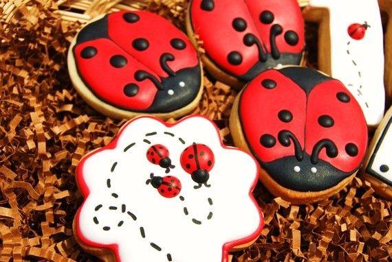 LADYBUGS - 1 Dozen decorated sugar cookies - platter sized. $27.00, via Etsy.
