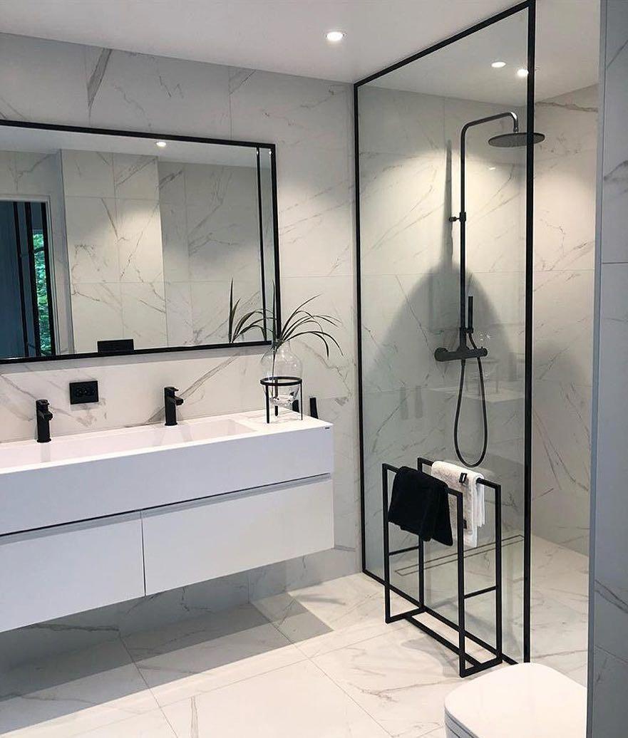 Foto Op Wand.Scandinavische Badkamer Inspiratie Met Zwart Sanitair En