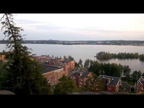 Tällaisia lenkkimaisemia löytyy Tampereen Pyynikinharjulta. Löytyy näköalapaikkoja, nousua, laskua ja haastavia portaita, joissa sykkeet nousevat kovimpi kuntoisellakin. :)