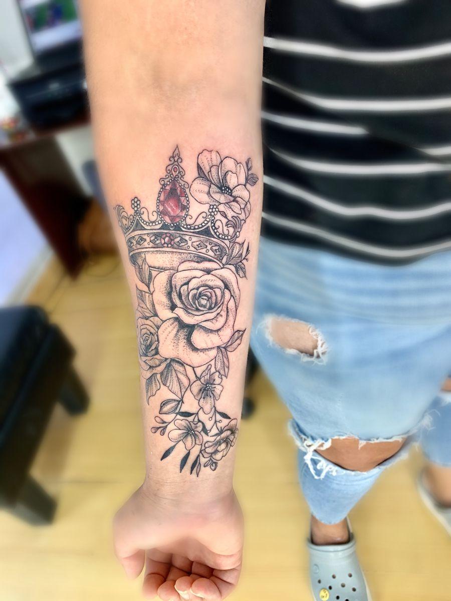 Tatuaje Corona Con Flores Tattoos Instagram Photo Tatuajes