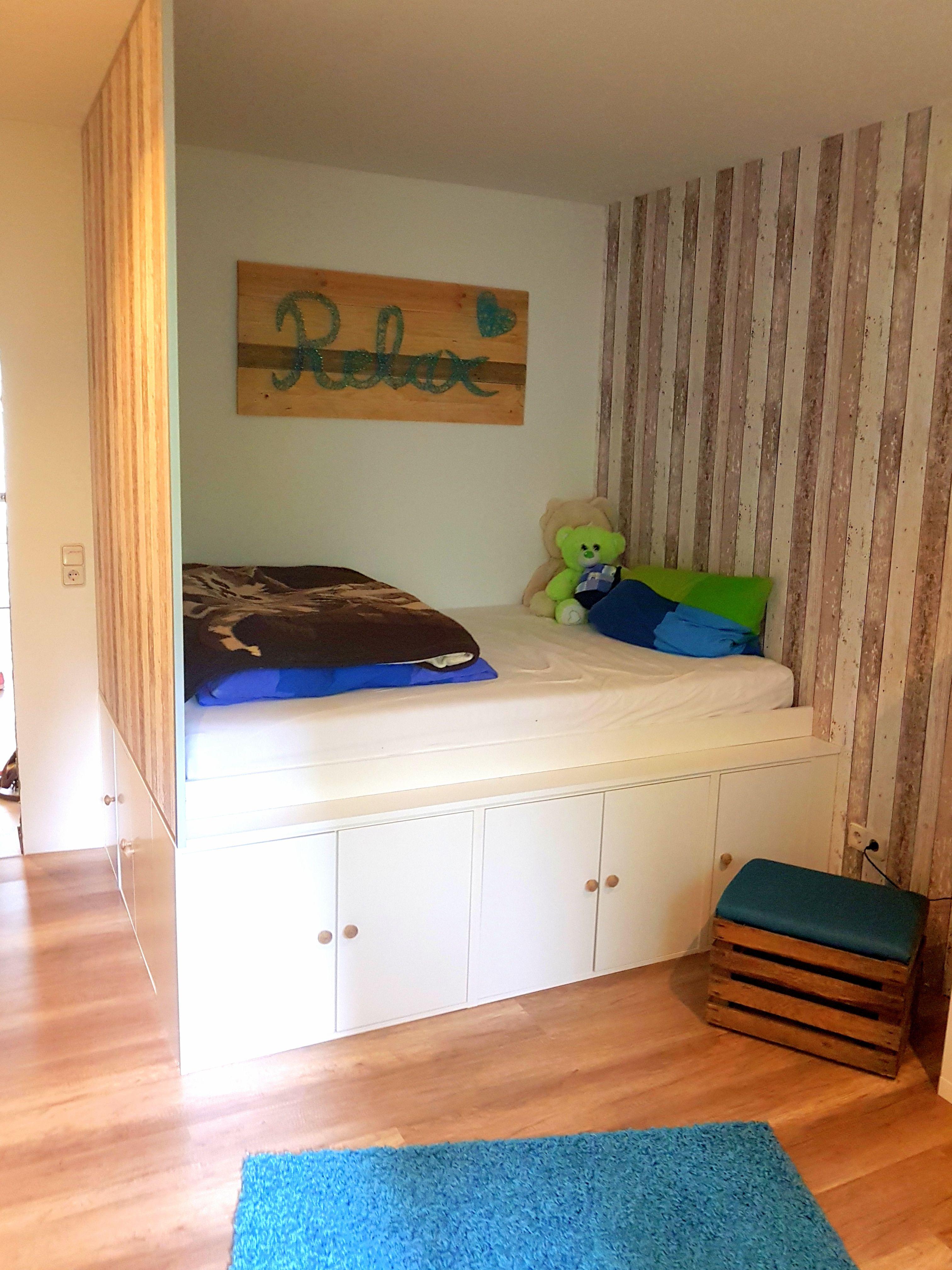 DIY Jugendzimmer: Hochbett mit Ikea-Küchenschränken als Unterbau ...