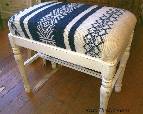 Sweater bench in blue. This was so fun to make and really easy.