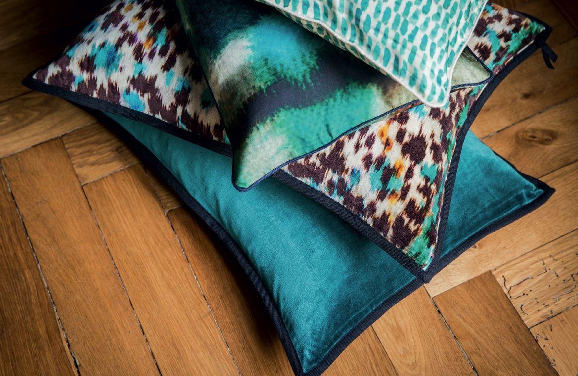 litis papiers peints rev tements muraux tissus d 39 ameublement mobilier accessoires couture. Black Bedroom Furniture Sets. Home Design Ideas