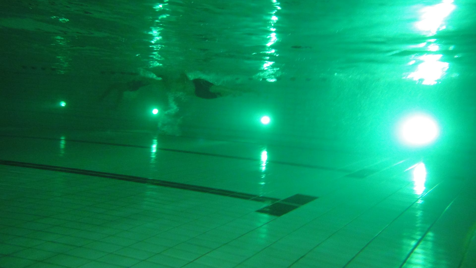 Pool Rohre Reinigen How Clean Is The Water What Is The Tyndall Effect Pool Water