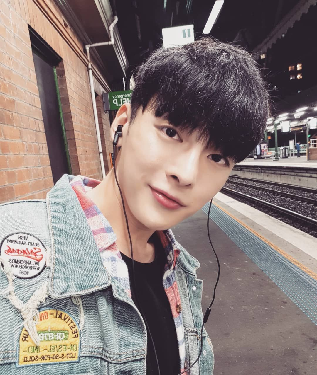 Strathfield Hello Kpopidol Sibong Selfie Asian Celebrities Instagram Selfie