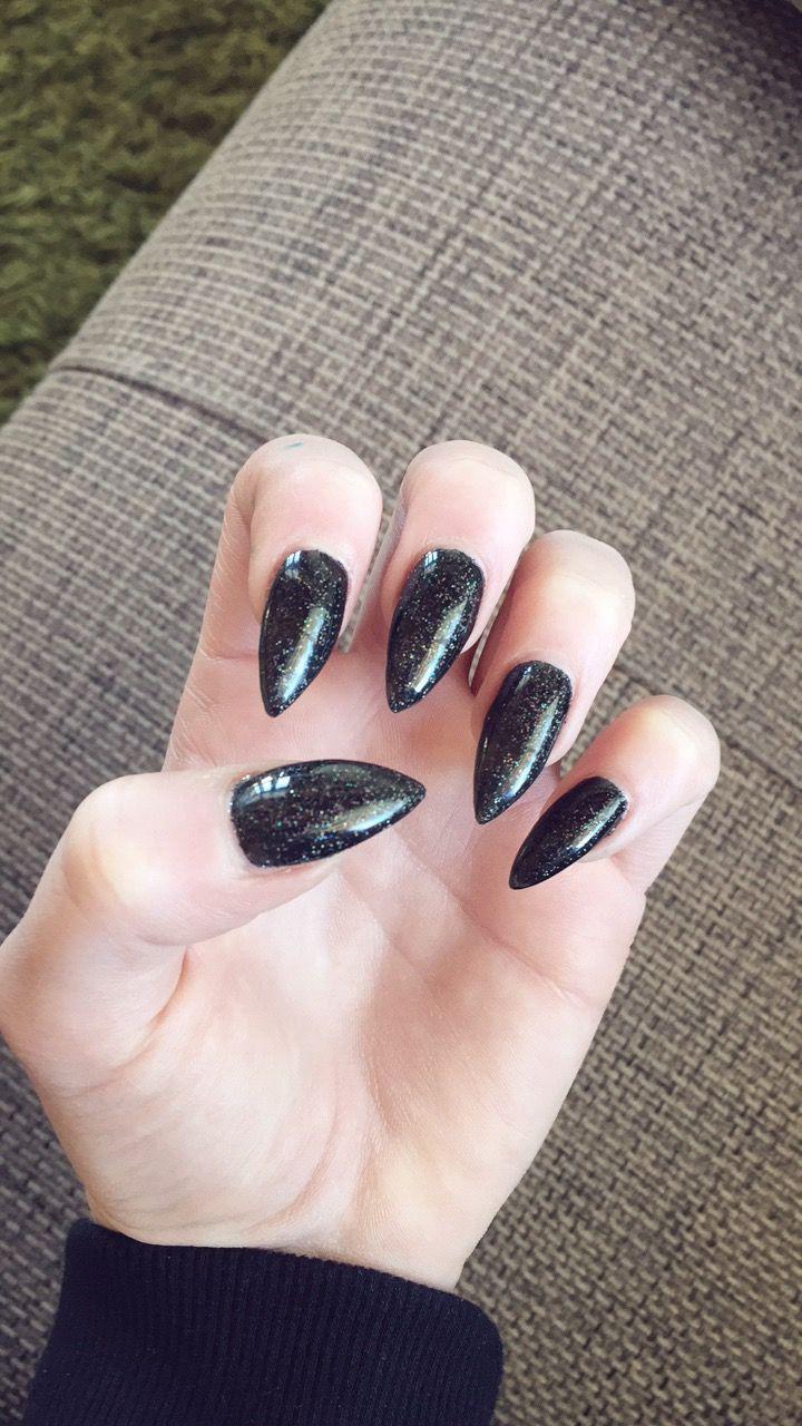My New nails #schwarz #glitzer #acrylnägel #spitz # schwarzglitzer ...