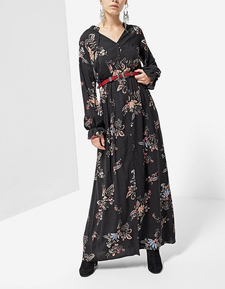 Στη Stradivarius θα βρεις 1 Μακρύ φόρεμα σεμιζιέ print στην απίστευτη τιμή  των 29.95 Greek . Επισκέψου τώρα την ιστοσελίδα μας και ανακάλυψέ τη μαζί  με ... 6e5c0761515