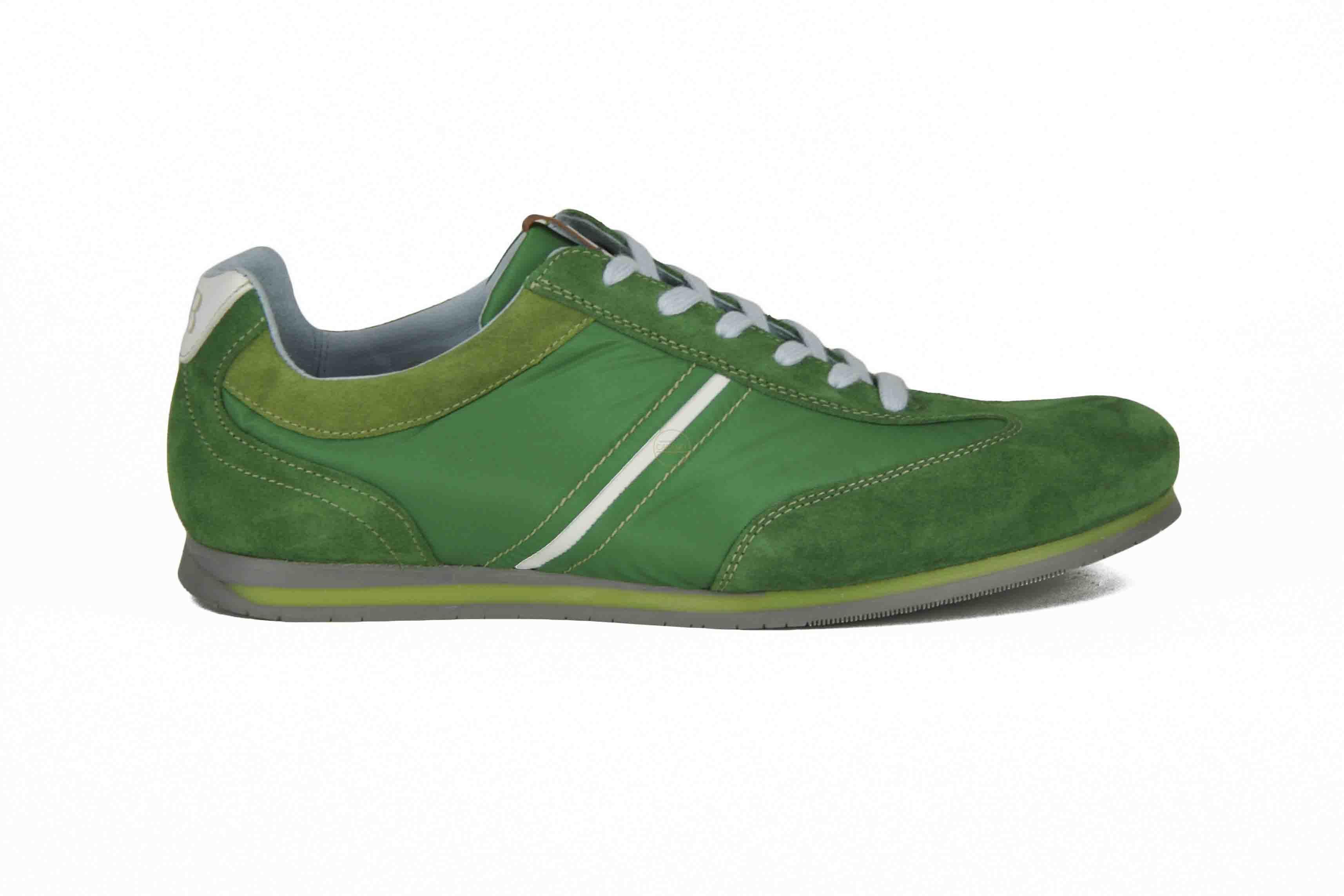 Mag het wat kleur zijn voor jou? Groene sportieve schoenen van Floris van Bommel! #VanBommel #Zomer2014 #SchoenenCaramel