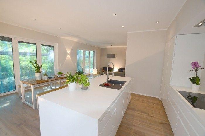 Holzboden Modern offene küche in weiß tipps und ideen für die moderne