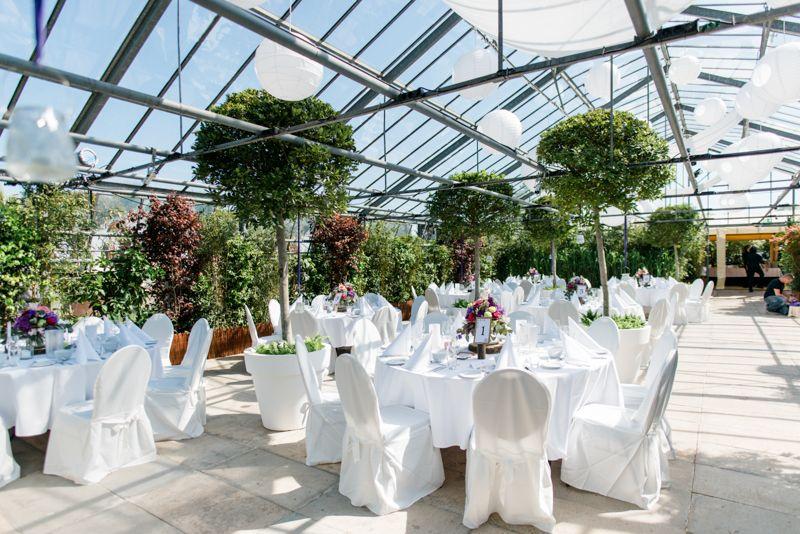 Luxurious Wedding At Glashaus Decher Karben By Miriam Peuser Photography Hochzeitsfotografin Greenhouse Wedding Glashaus Gewachs Gewachshaus