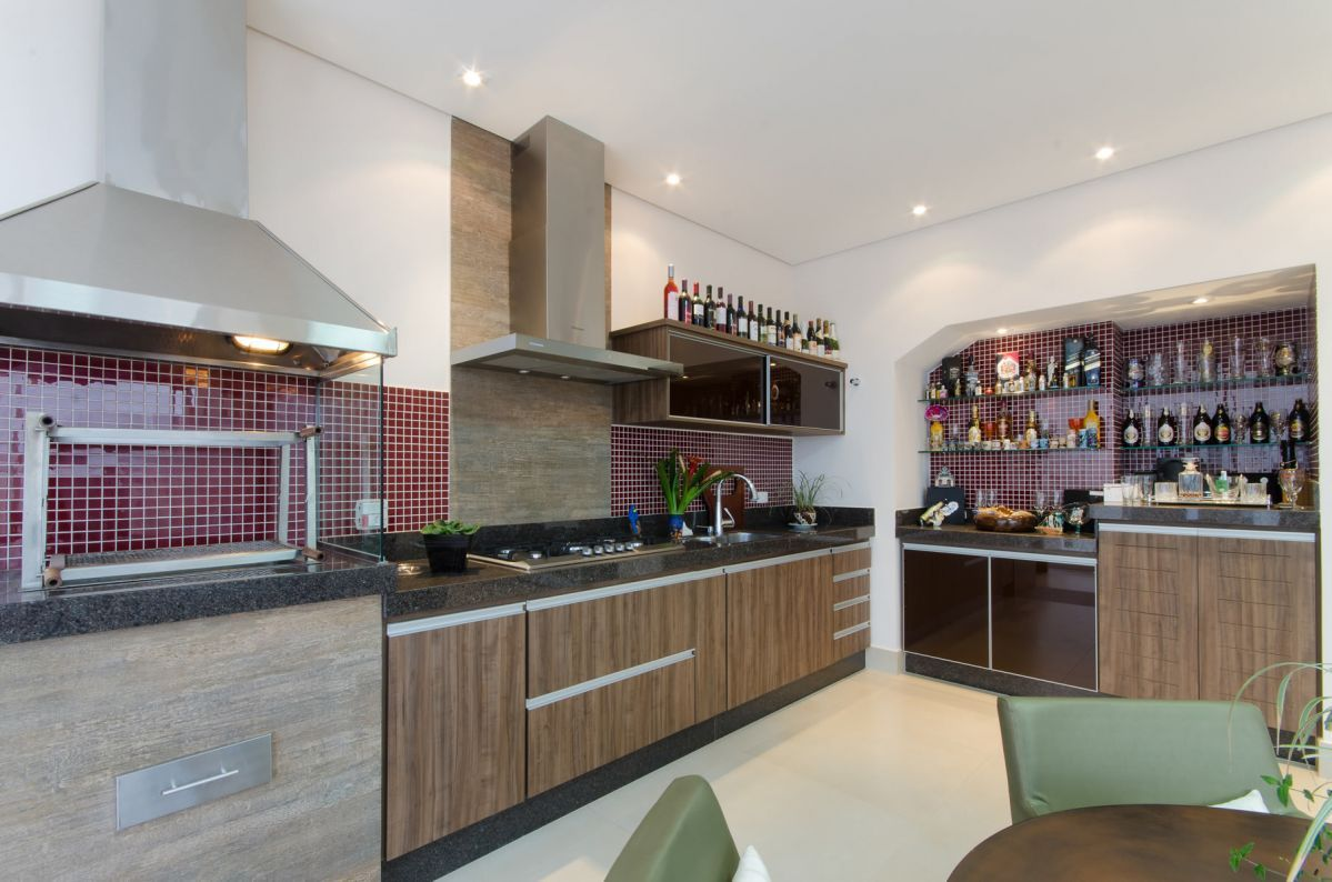 Retro kitchen with indoor barbecue and bar - homeyou ideas #kitchen by Favaro Jr.