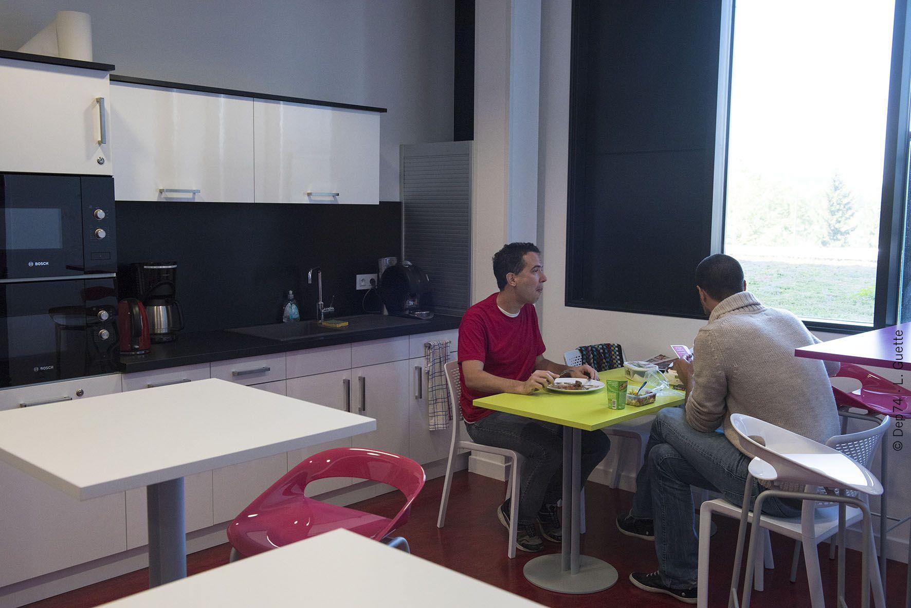 salle de restauration et espace d tente de la p pini re d entreprise inauguration des. Black Bedroom Furniture Sets. Home Design Ideas