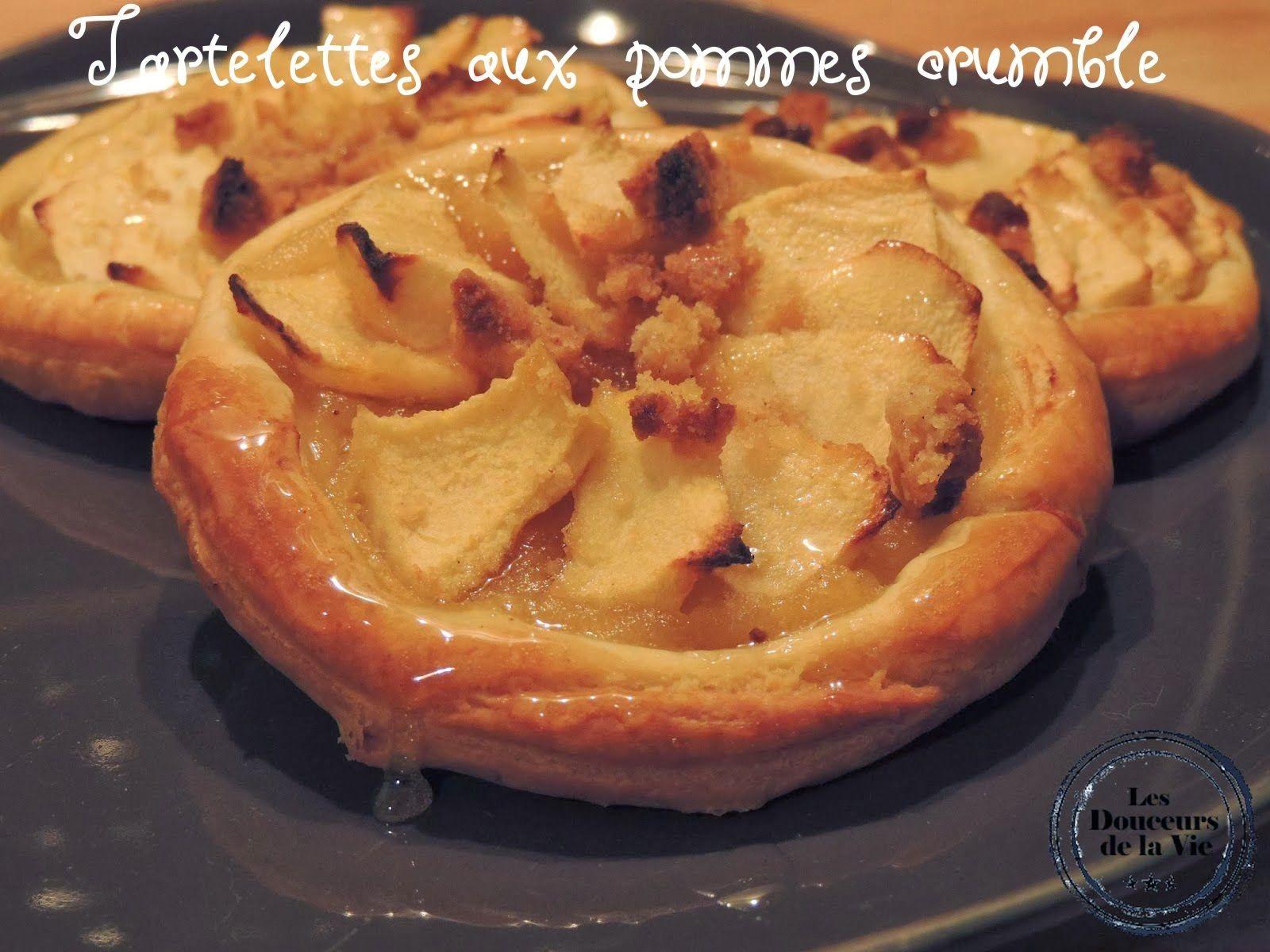 Tartelettes Aux Pommes Crumble De Loulou http://lesdouceursdelavie.blogspot.fr/2014/02/tartelettes-aux-pommes-crumble-de-loulou.html
