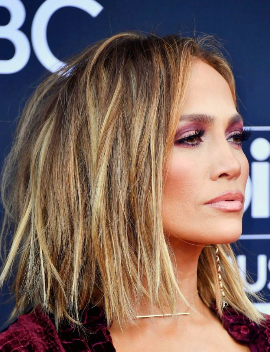 449a5cfdf26 Jennifer Lopez short bob hair cut with blonde balayage hair color. Messy  texturized bob hair style  bob  haircut  JLO  JenniferLopez  hair
