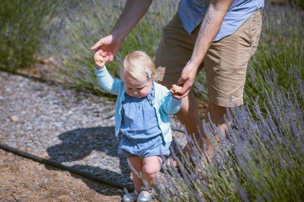 赤ちゃんとのお散歩はどこに行く?持っていくと役に立つモノ【体験談】 | オクラ遥ブログ