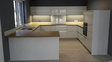 Photo of Schmidt kitchen sample kitchen high gloss white: exhibition kitchen in Königsbach -…