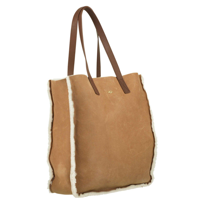 0fc02ba391cbc UGG AUSTRALIA Tasche aus Lammfell  Claire  ▻ Die Tasche CLAIRE ist der  perfekte Begleiter für alle UGG AUSTRALIA Fans. Ihre schlichte Form zaubert  mit ...