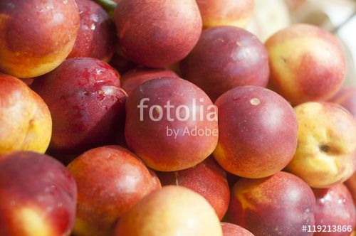 """fresh peaches on display"" creata da morgan capasso"