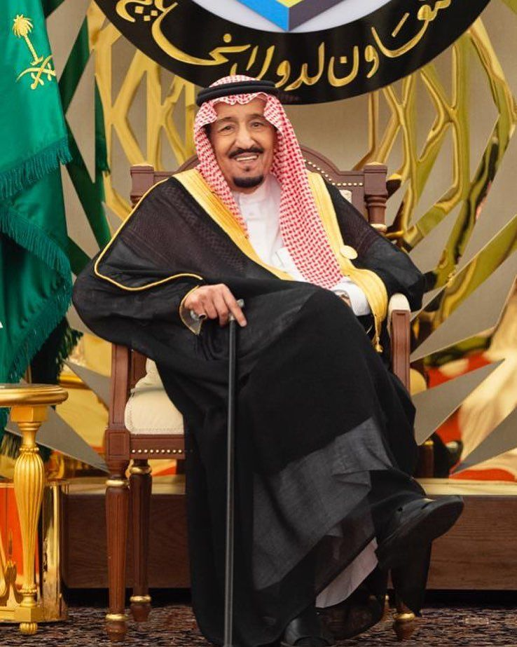 خادم الحرمين المملكة ستبقى يدها دائم ممدودة للسلام وسوف تستمر بالعمل في دعم كافة الجهود للحفاظ على Royal Clothing Arab Fashion King Salman Saudi Arabia