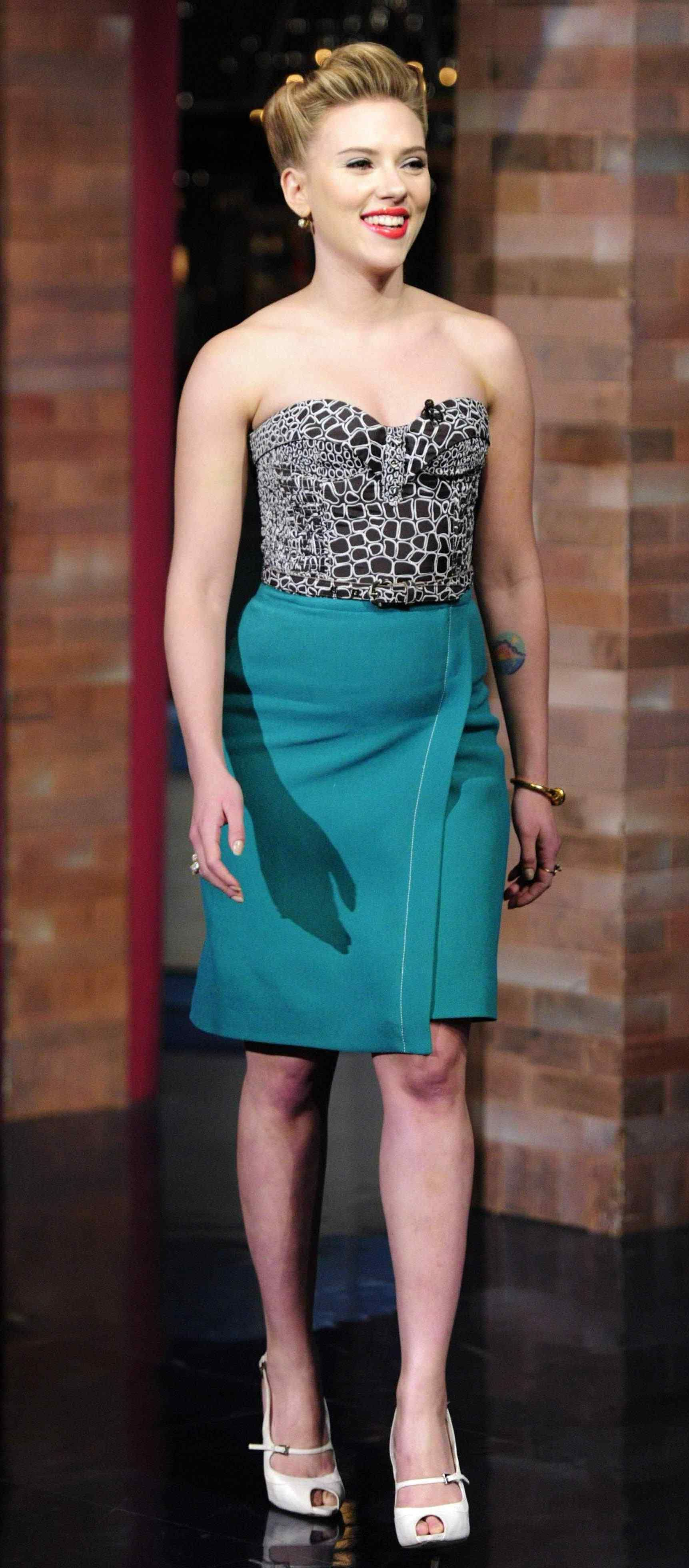 scarlett johansson skirt fashion style with crocodile