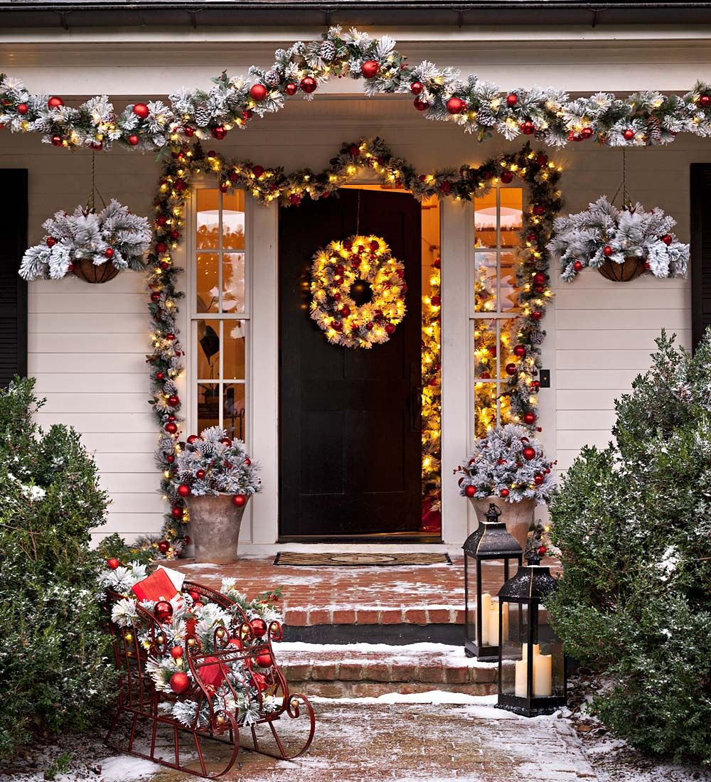 Our Fairfax Wreath Makes Christmas Decorating Effortlessly