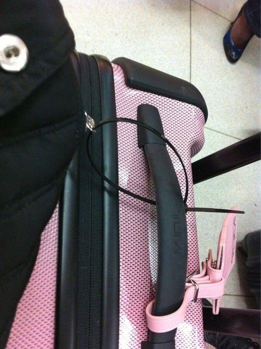 November 19, 2010: Ha bloody Ha,Ricki Wilde locks my coat onto hand luggage.Hmmmmm.Fun and frolics!