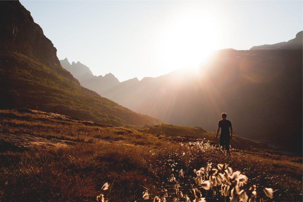 Fondo de Pantalla de Sol, Pradera, Relax, Hombre, Montañas