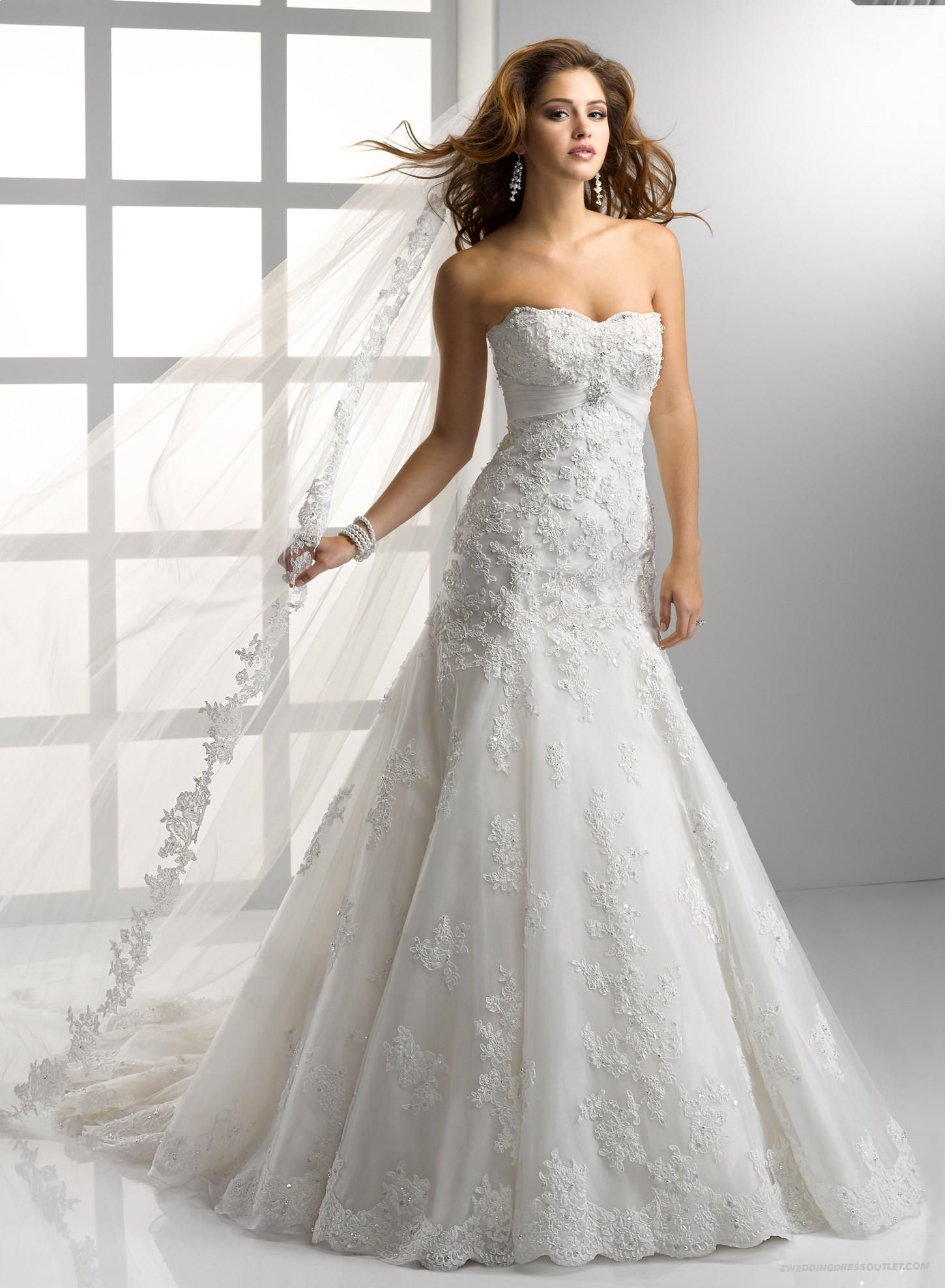 Luxurious embellished lace and tulle soft sweetheart fit for Fit and flare tulle wedding dress