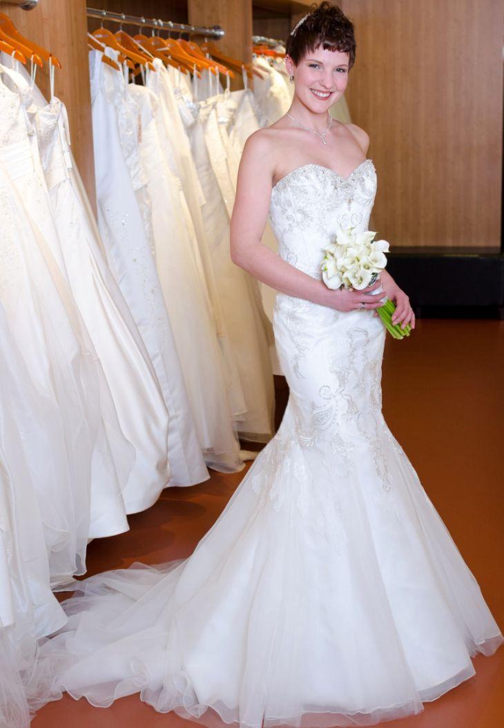 Ich liebe Kleider mit Mermaid-Schnitt. Brautkleid: Enzoani Beautiful ...