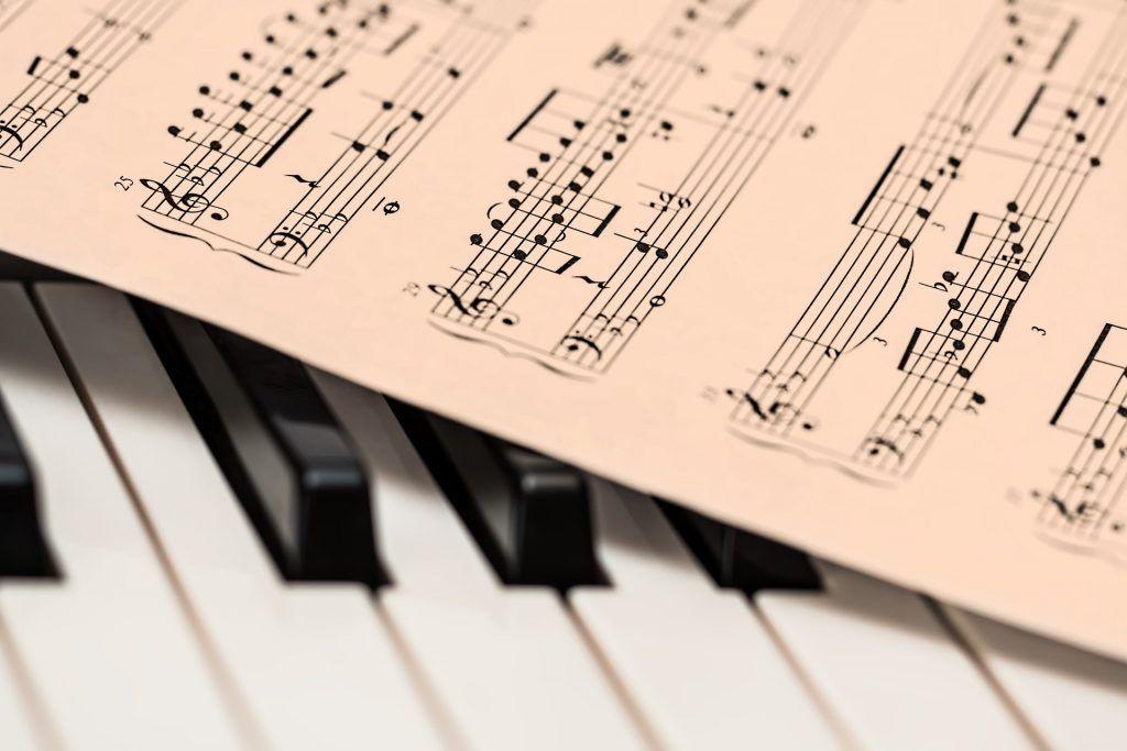 Pin Von Kristina Auf Anziehsachen Musikunterricht Klaviermusik Klavierspielen Lernen