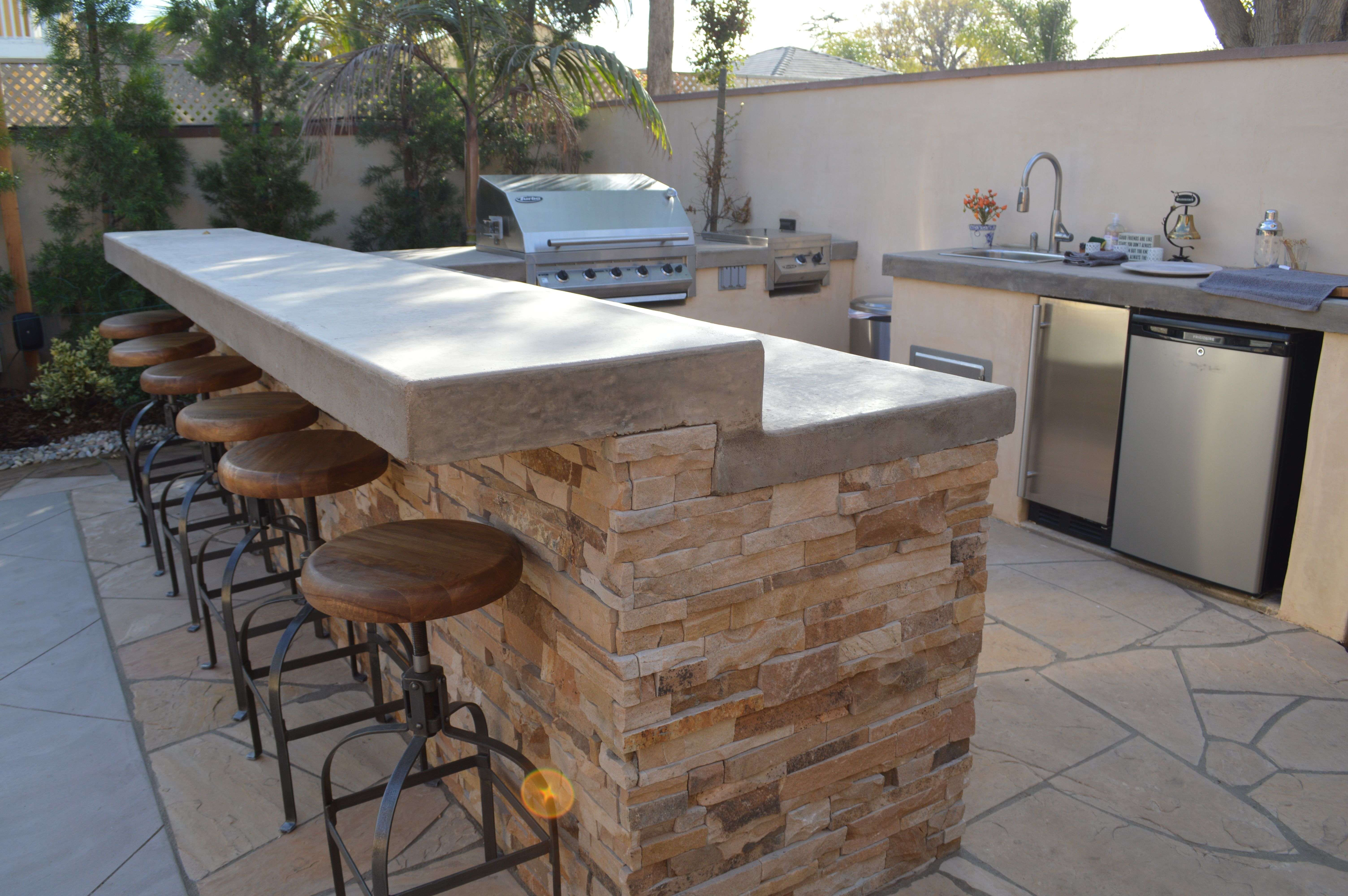 A Large Bbq Counter Combo For Entertaining Large Groups Outdoor Kitchen Decor Outdoor Kitchen Backyard Kitchen