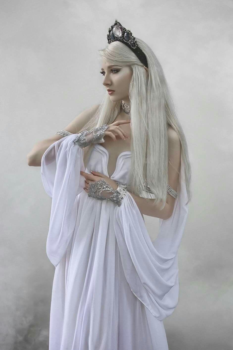 Model: Maria Amanda Dress: Avalon Saez Headdress: Hysteria Machine