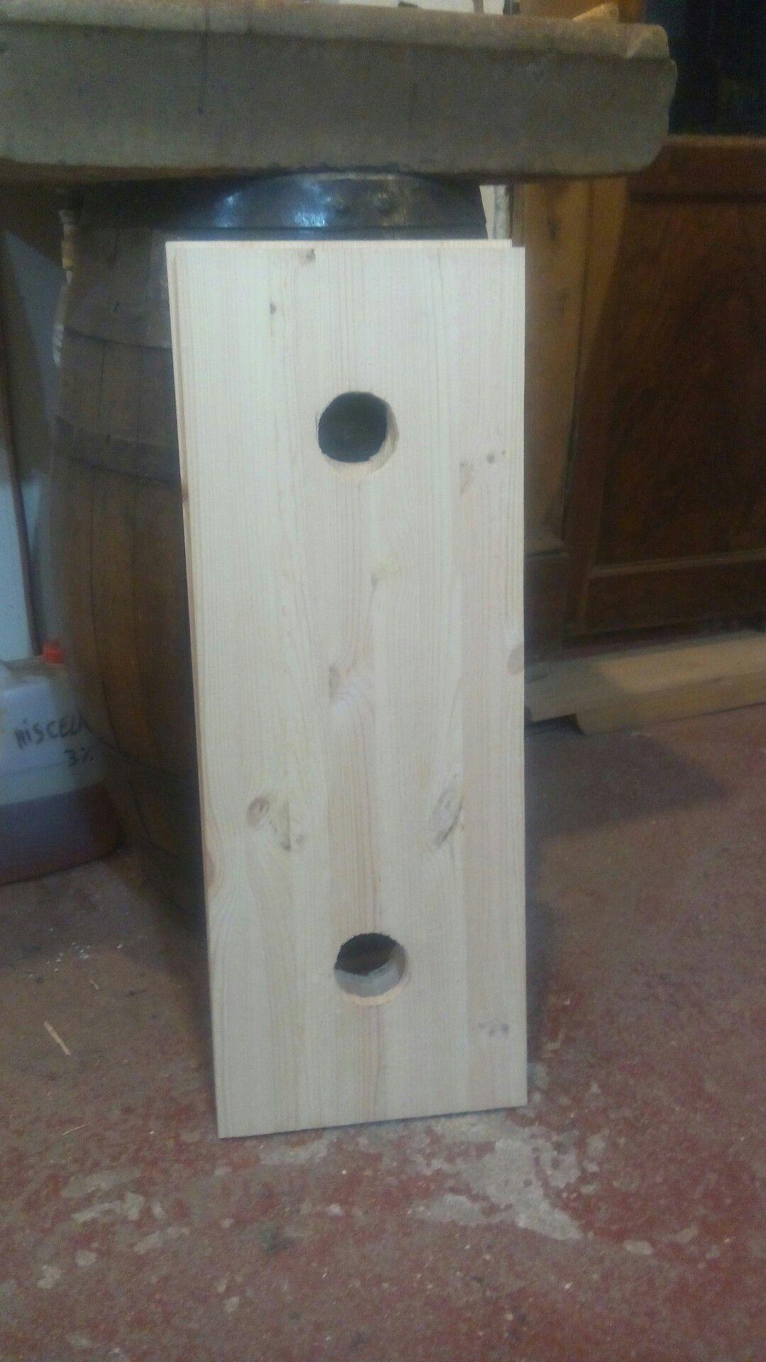 Tavola legno forata per montaggio faretti di illuminazione