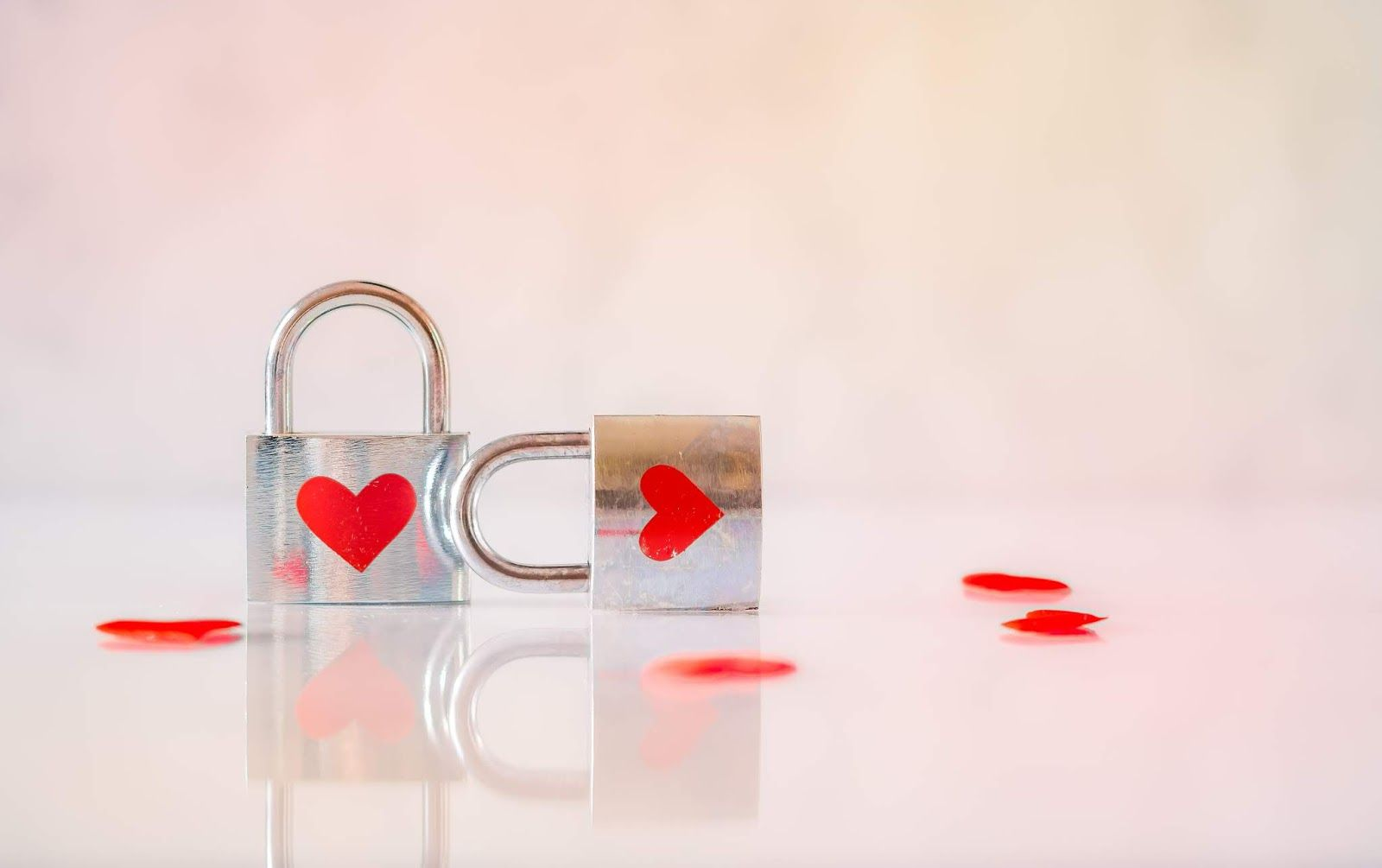 Love Locks Whatsapp Dp Love Images Cute Love Heart Pictures Couples Counseling