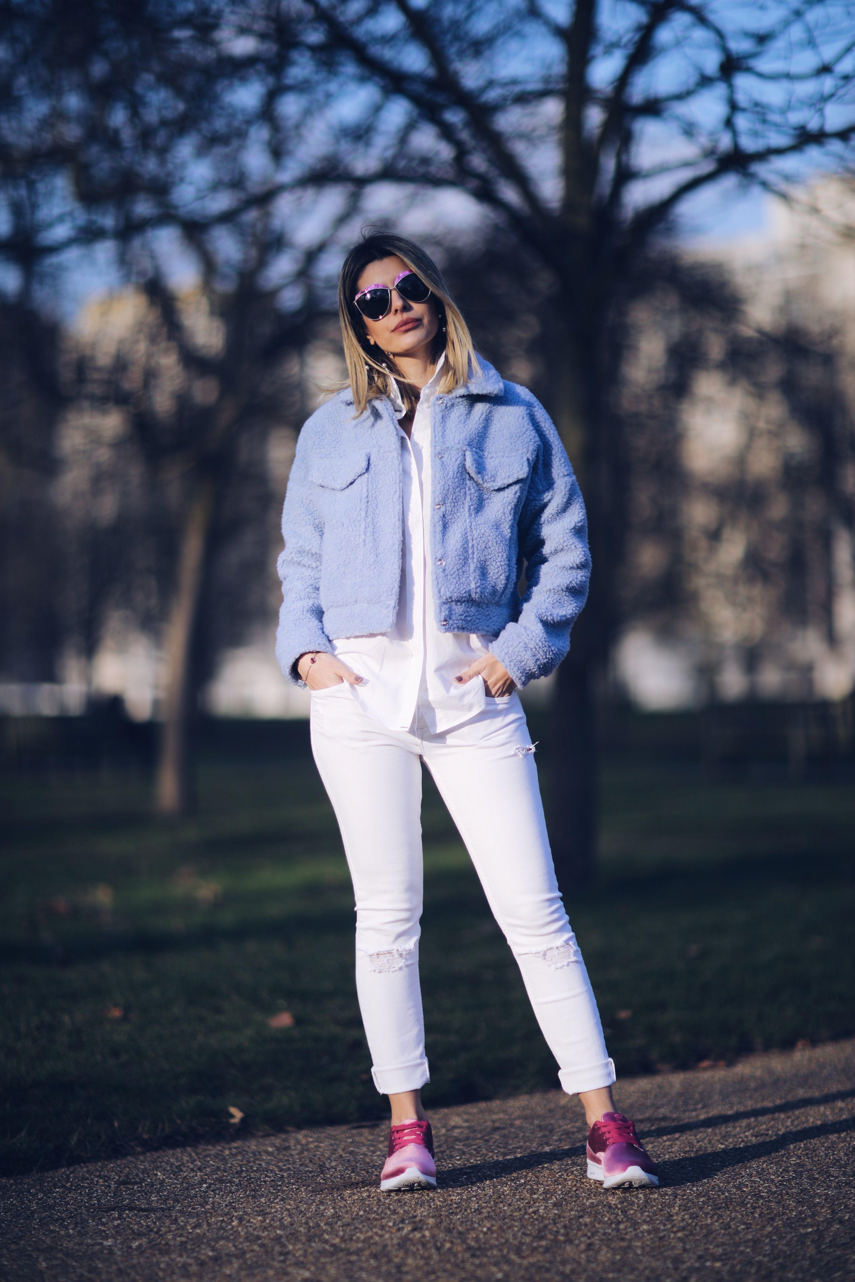 Look de inverno Carol Tognon  Produção com o tênis de veludo bem esportiva 60d396047d4