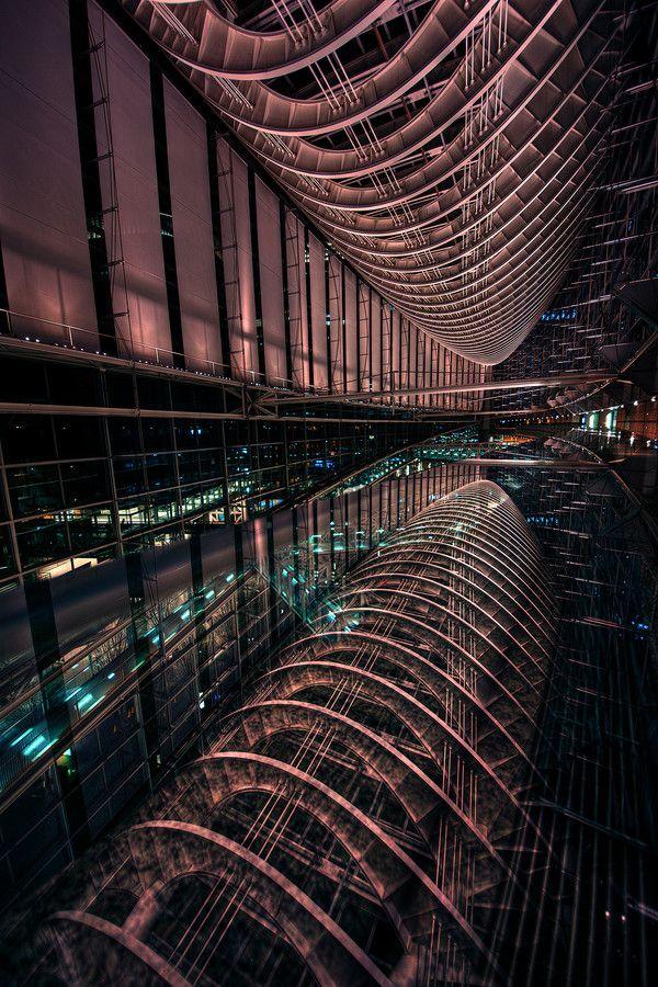 Space Port (Tokyo International Forum) / Azul Obscura